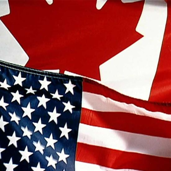Banderas canadienses y americanas